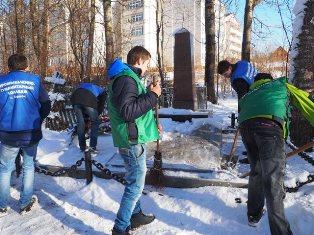 Уборка братских могил