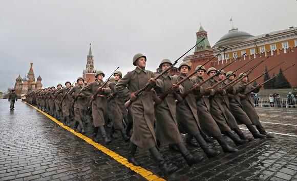 Торжественный марш, посвященный легендарному военному параду1941года