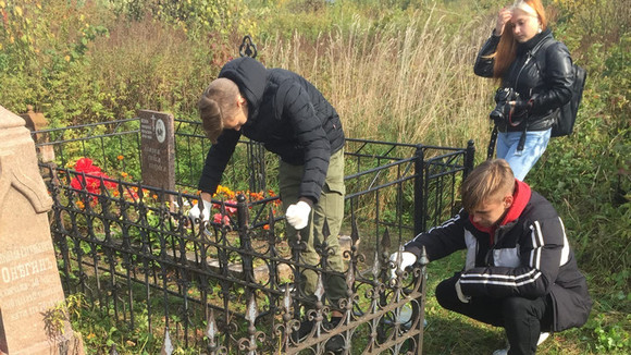 Волонтерская акция на Пустынском кладбище